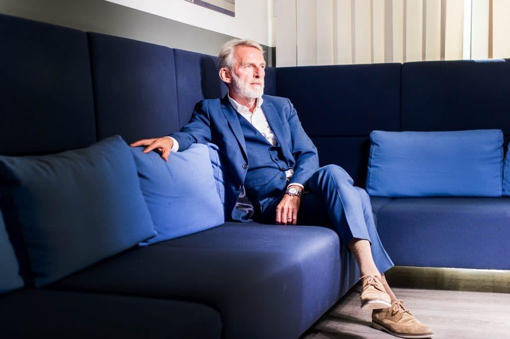 Portrait von Ralf Teckentrup, CEO der Condor Flugdienst GmbH, kurz Condor, in der Unternehmenszentrale der Fluggesellschaft am Flughafen Frankfurt.